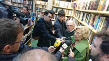 Carmena visita una librería para reivindicar el poder de la lectura